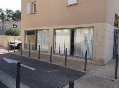 Local commercial ou professionnel avec 2 grandes vitrines