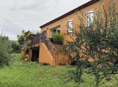 Villa récente plain pied Type 4 avec garage sur 6000m² de terrain arboré