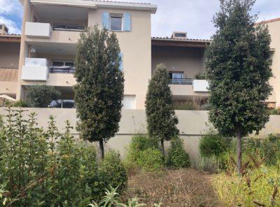 Appartement Type 3/4 duplex terrasse sud et place de parking