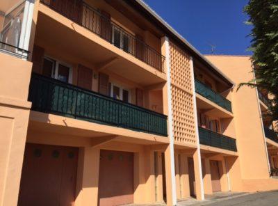 Appartement type 3 ensoleillé et climatisé avec  terrasse, garage et cave