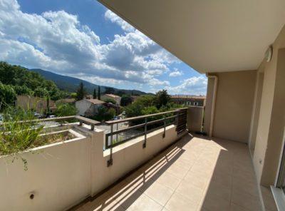 Grand Appartement Type 3 en résidence avec garage et terrasse
