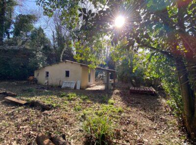 Cabanon sur 1865m² de jardin