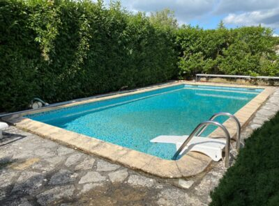 Villa de type 5 avec garage et piscine sur 1000m² de jardin