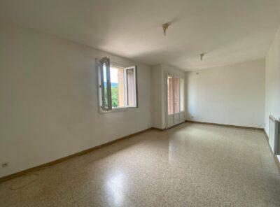 Appartement type 2 au 2e étage avec loggia et place de parking