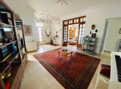 Appartement Type 4 au RDC villa avec jardinet
